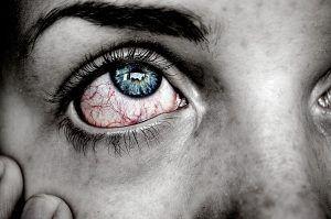 Proteger los ojos en la piscina